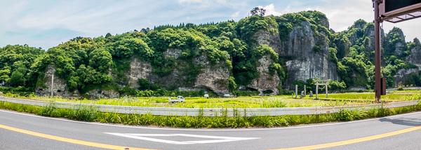 青の洞門の対岸側から撮った、青の洞門と競秀峰のパノラマ写真