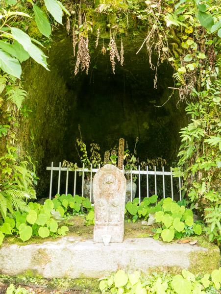 知剛寺の禅海の墓