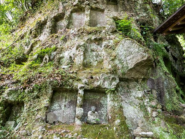 岩壁の墓穴